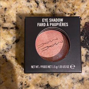MAC Gleam Eyeshadow